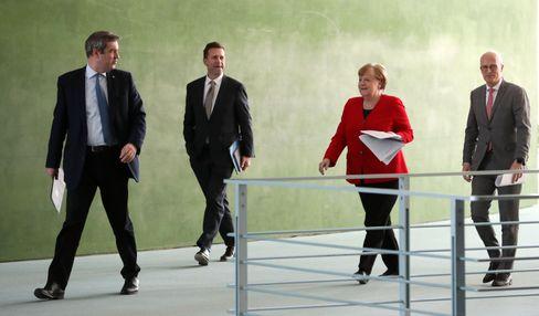 Bundeskanzlerin Angela Merkel mit Söder, Regierungssprecher Seibert und Tschentscher
