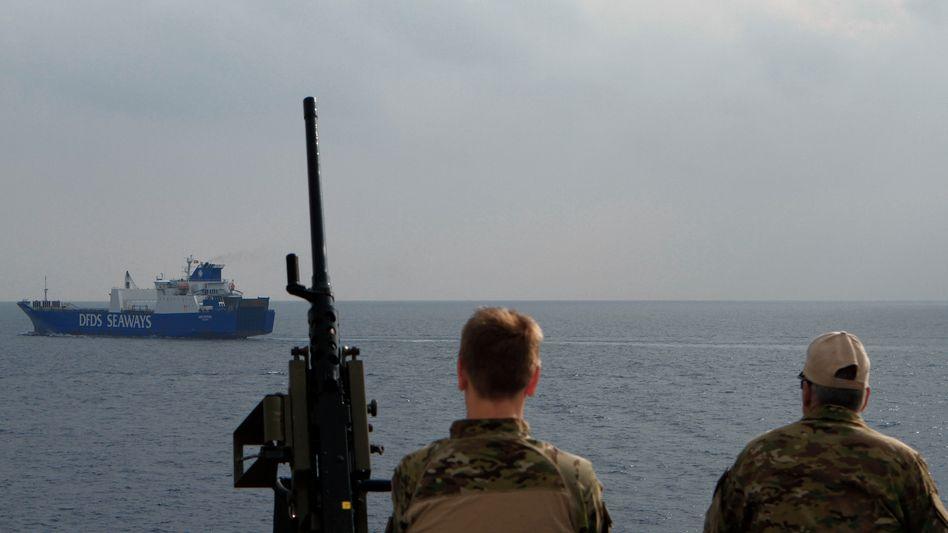 Abtransport (Archiv): Dänisches Handelsschiff mit Chemiewaffen an Bord