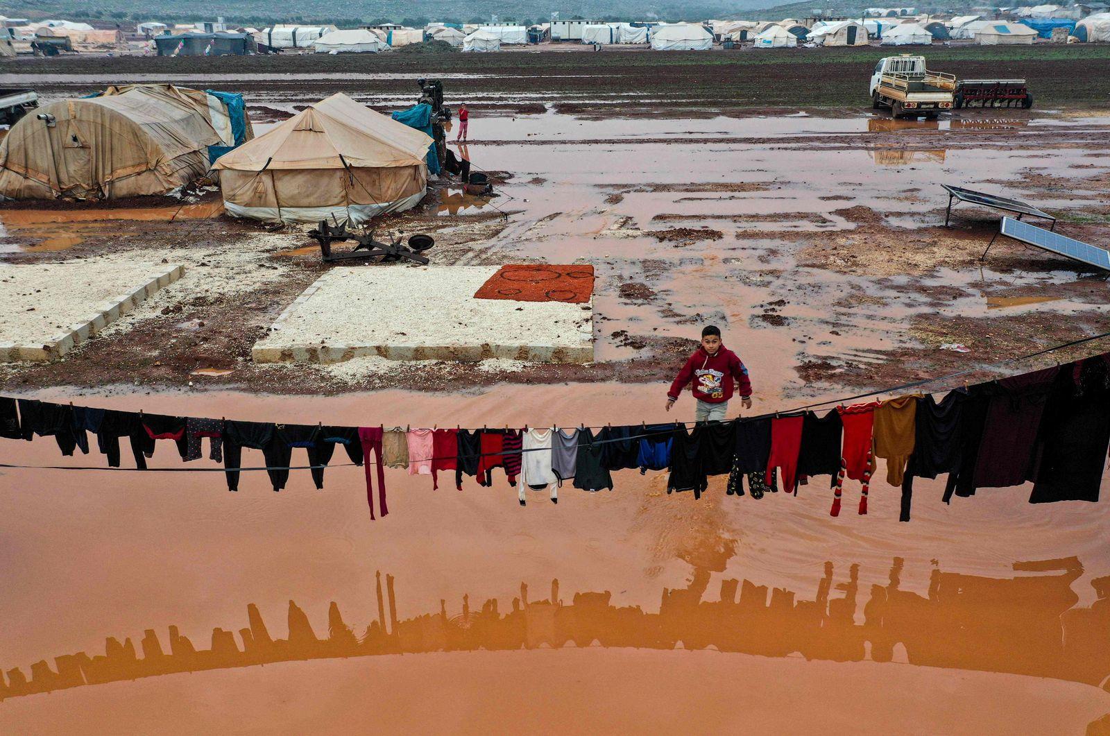 TOPSHOT-SYRIA-CONFLICT-IDLIB-DISPLACED-WEATHER-FLOOD