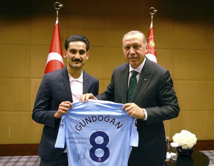 Ilkay Gündogan (l.) mit Recep Tayyip Erdogan