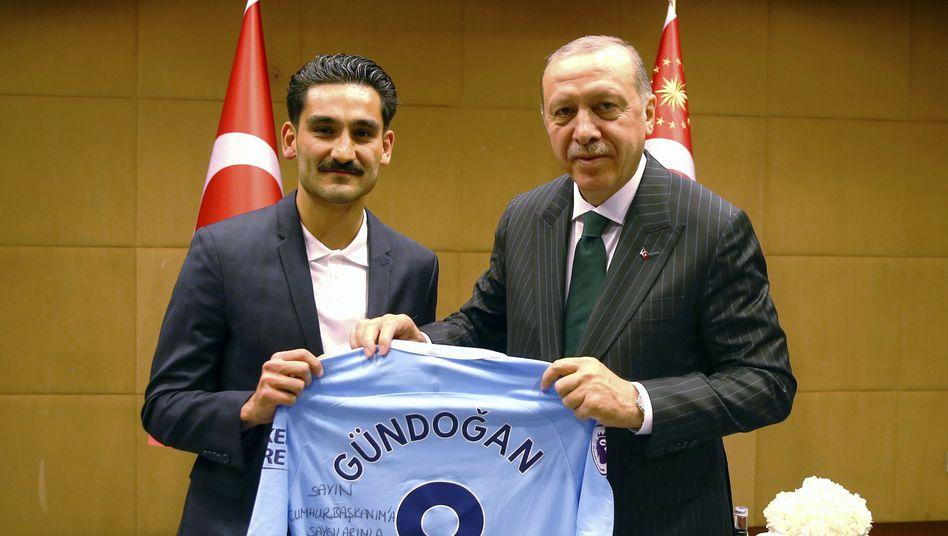 Ilkay Gündogan (links) mit Recep Tayyip Erdogan