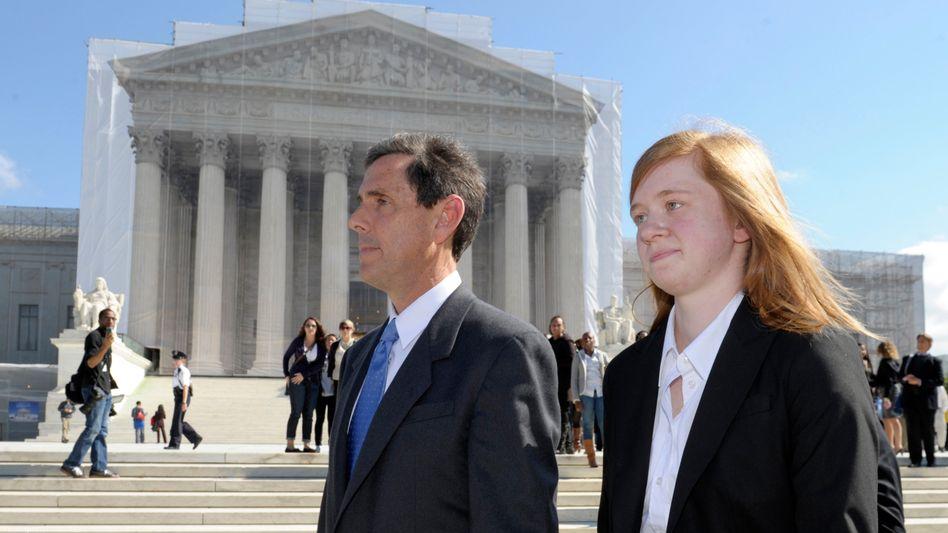 Klägerin Fisher und Unterstützer Blum vor dem Supreme Court (Archiv)