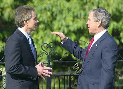 Siegüberzeugte Alliierte Bush (r.), Blair: Saddams Macht geht zu Ende