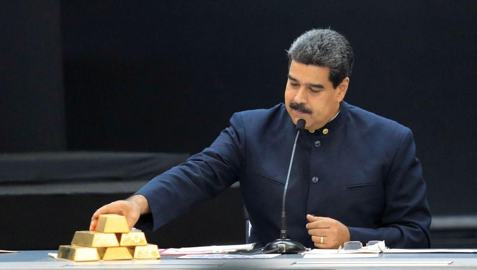 Umkämpfter Schatz: Nicolás Maduro mit Goldbarren (2018)