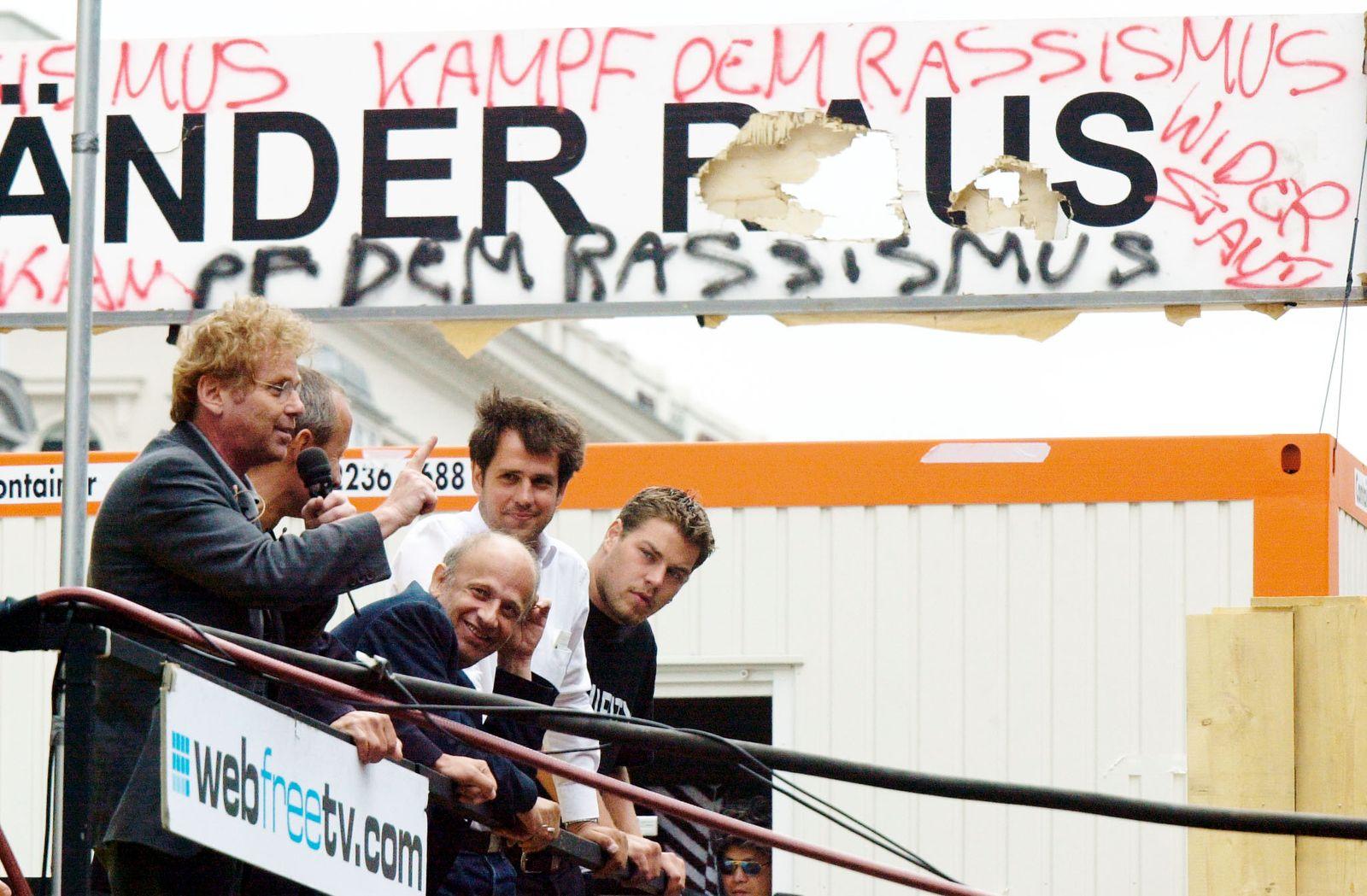 DANIEL COHN BENDIT SPEAKS IN VIENNA.