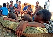 Osttimoresen in einem Flüchtlingslager in Westtimor