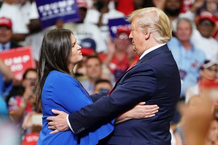 Sanders und Trump beim Wahlkampfauftakt in Orlando