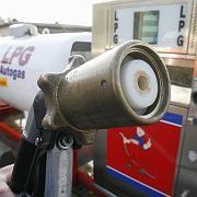 Zapfhahn: An rund 3800 Tankstellen in Deutschland kann Autogas getankt werden, an knapp 800 Stationen gibt es CNG