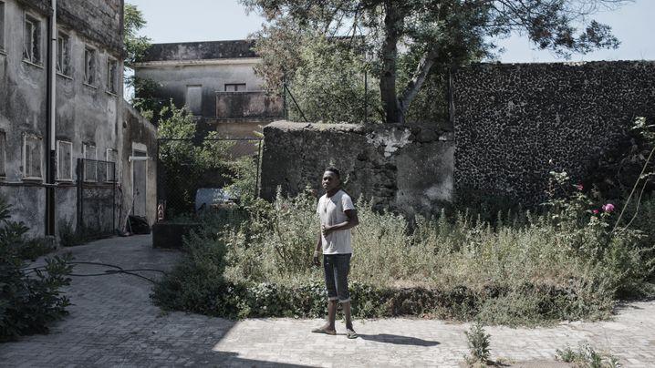 Flüchtlingsheim am Ätna: Alte Lasten, neues Leben