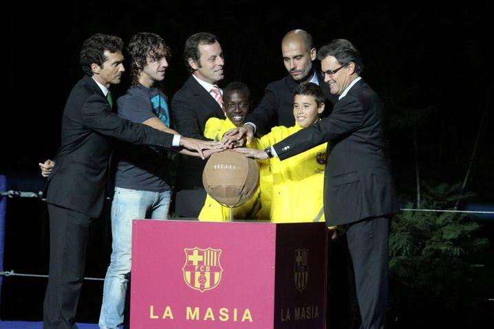 Barcelona-Trainer und La-Masia-Absolvent Pep Guardiola (3.v.r.)
