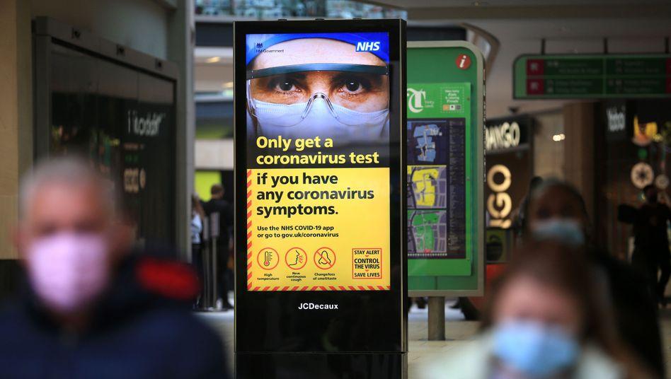 Ab Mitternacht soll in Großbritannien wieder die höchste Pandemie-Warnstufe gelten