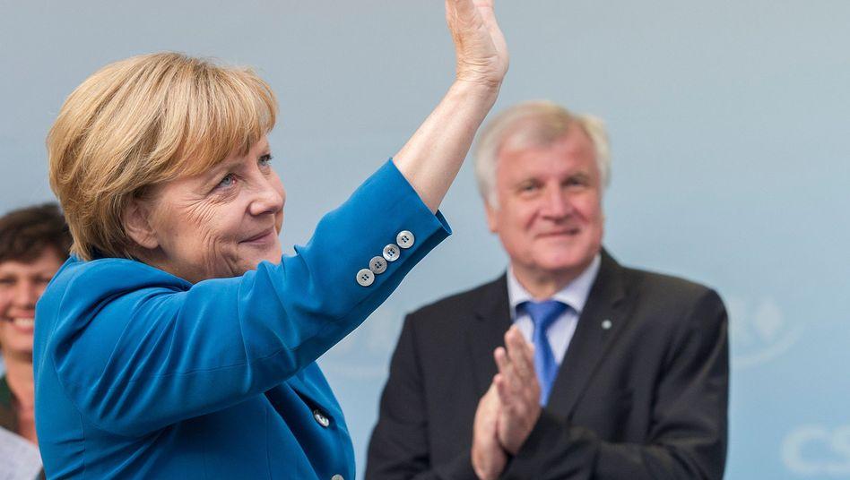 Merkel, Seehofer (im Wahlkampf): CSU-Sieg mit Risiken