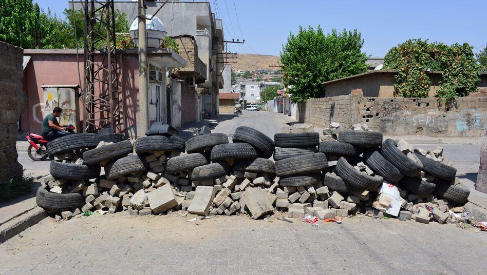 Straßenblockade in Cizre: Wenn es dunkel wird, fallen die Schüsse