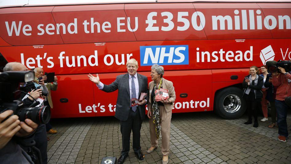 Boris Johnson vor seinem Wahlkampfbus
