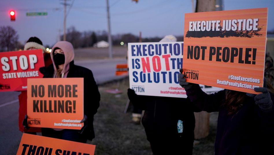 Proteste gegen die Hinrichtung von Lisa Montgomery in Indiana