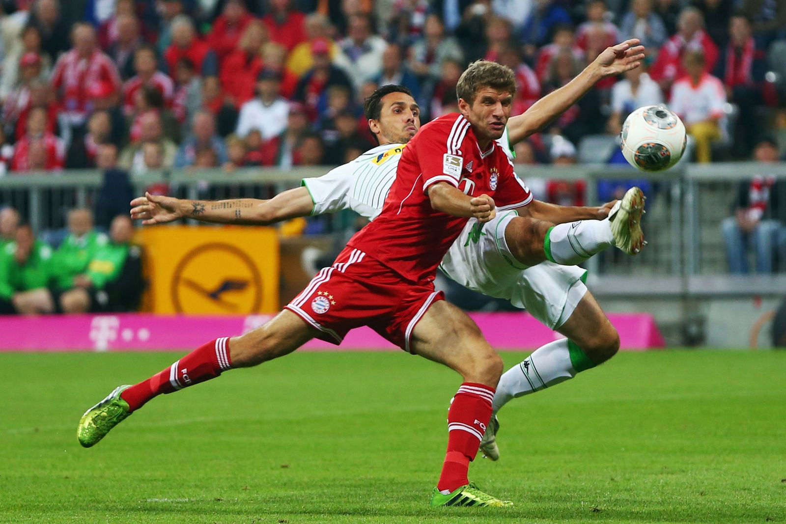 Bayern vs Mönchengladbach / Thomas Müller vs Martin Stranzl