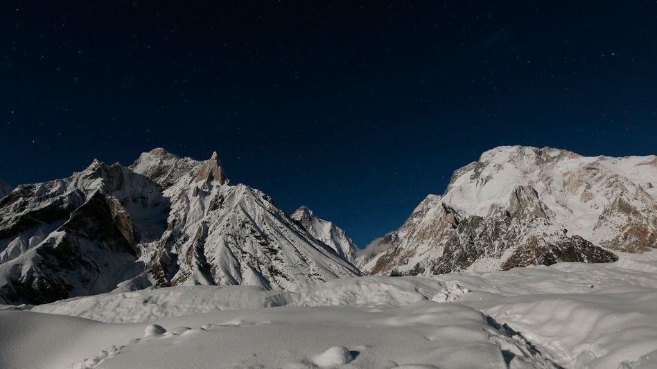 Karakorum-Gebirge: Rechts der Broad Peak, im Hintergrund der K2 (Archivbild)