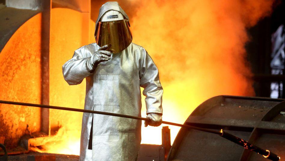 Stahlarbeiter von ThyssenKrupp in Duisburg