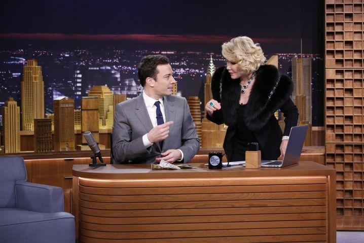 Joan Rivers zu Gast bei Jimmy Fallon: Willig spielte sie die Nervensäge