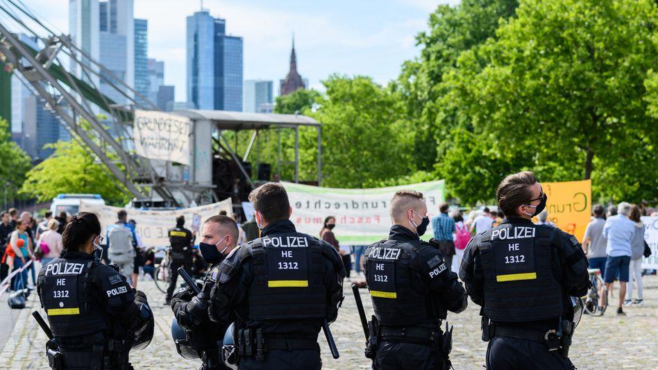 Demonstrationen gegen die Coronavirus-Beschränkungen in Frankfurt am Main: 550 Teilnehmer, fünf Bußgeldverfahren und vier Festnahmen