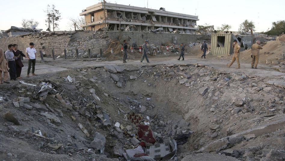 Krater nach Bombenexplosion in Kabul
