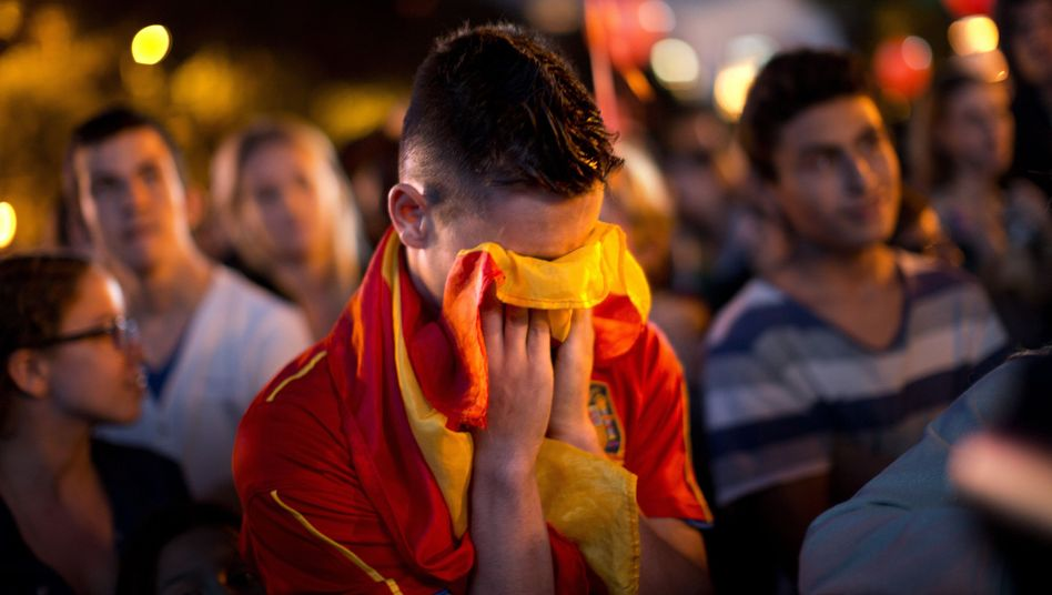 Trauer in Madrid: Ein Olympia-Fan trauert an der Puerta de Alcalá