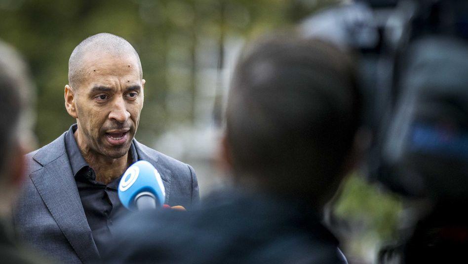 Gerald Roethof, Anwalt des Angeklagten im Fall Verstappen, vor dem Gerichtsgebäude in Maastricht