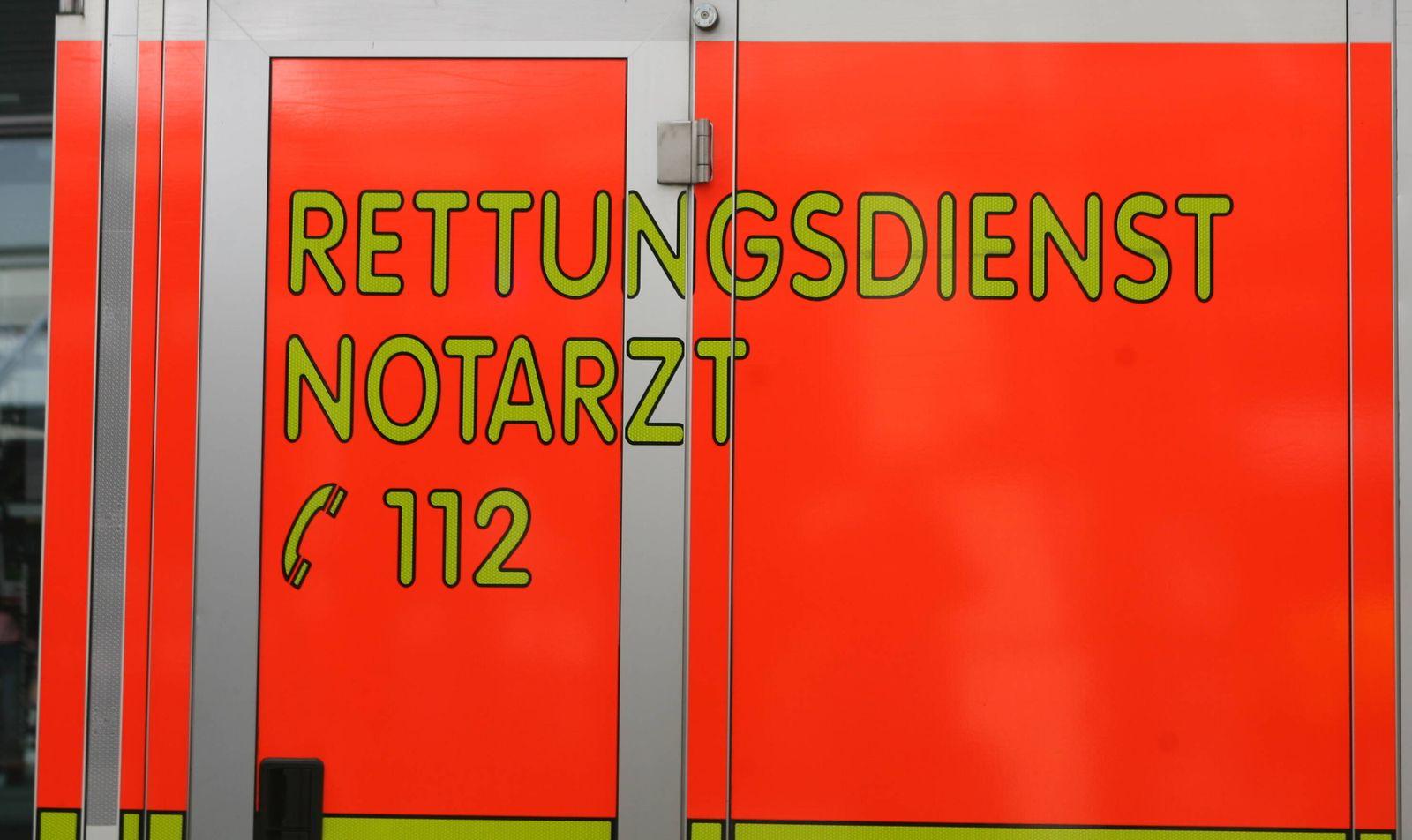 Ein Krankenwagen im Einsatz 02.04.2020 *** An ambulance on duty 02 04 2020
