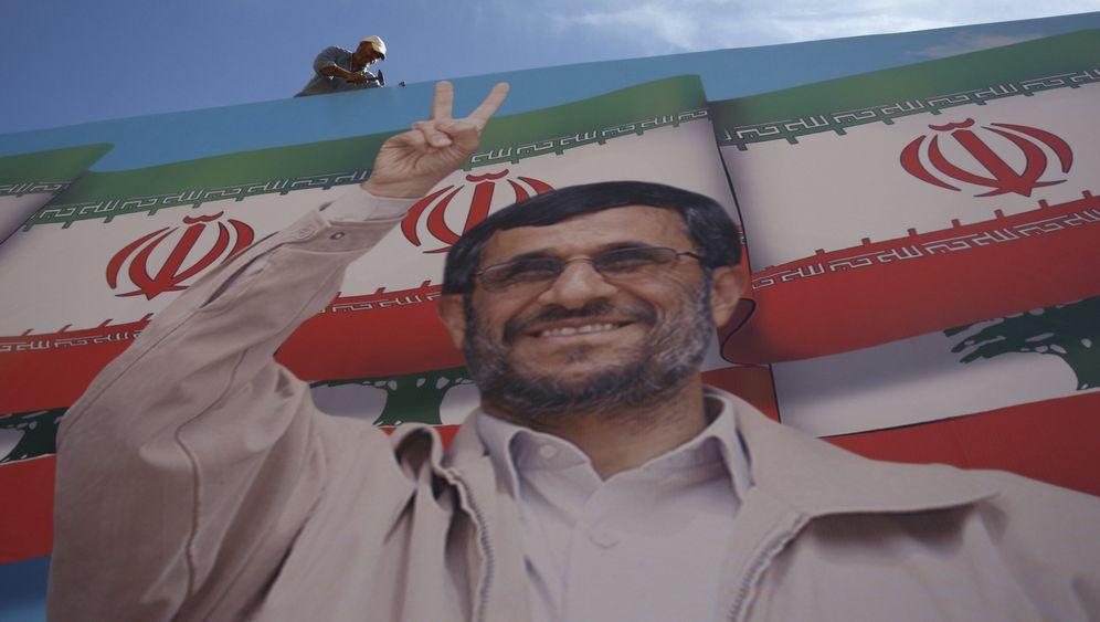 Ahmadinedschad in Beirut: Flaggen, Rosenblüten, Jubelstürme