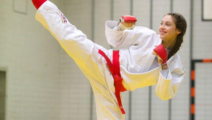 Ju-Jutsu: Treten wie beim Karate, fallen wie beim Judo