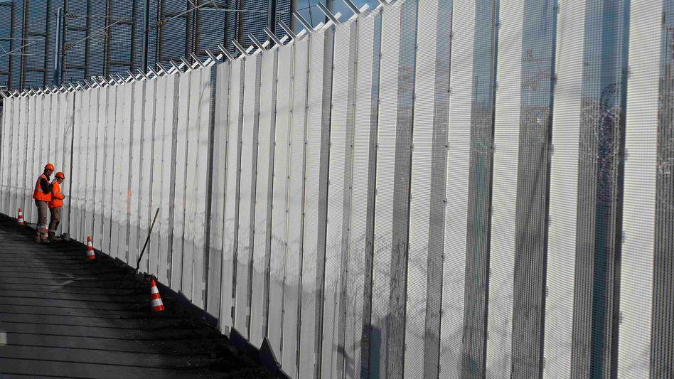 """Zaun vor Eurotunnel bei Calais (Archivfoto): """"Deutsche Regierung hat eine Meise"""""""
