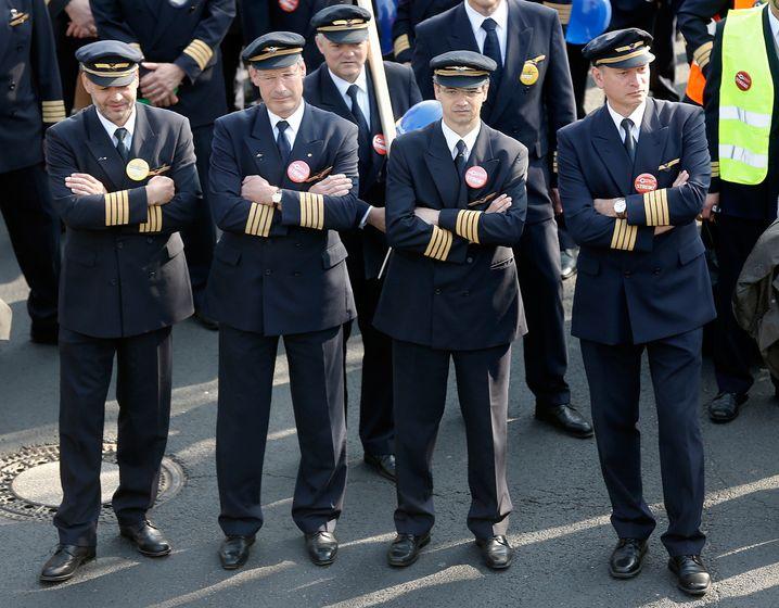 Lufthansa-Piloten beim Streik im April
