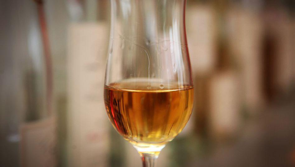 Schnaps: Versagt bei der Verdauung gänzlich - stattdessen können andere alkoholische Getränke, richtig eingesetzt und dosiert, helfen