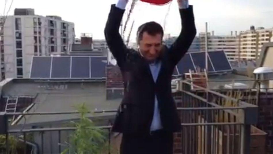 Screenshot vom Özdemir-Video: Was wächst da neben dem Grünen-Chef?