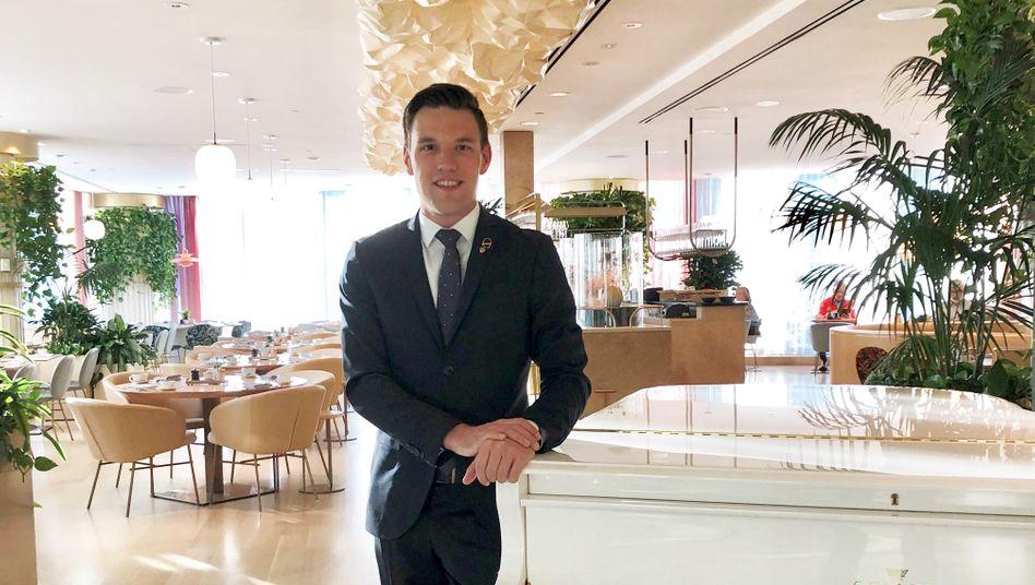 Tobias Becher, 29: »Wahrscheinlich haben meine Kollegen am Anfang gedacht, was kommt denn da für ein Schnösel, da ich schon als Azubi immer Anzug, Krawatte und polierte Schuhe getragen habe. Ich habe von Anfang an Wert auf Details gelegt.«