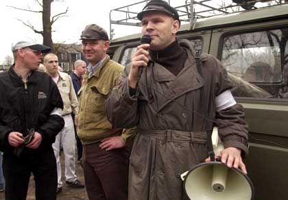Thomas Wulff bei einem Neonazi-Aufmarsch 2001 in Uelzen: Führungsfigur in Hamburg und Schleswig-Holstein