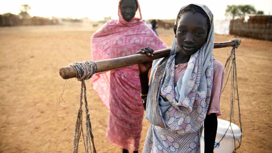 Zwei Mädchen in Südsudan