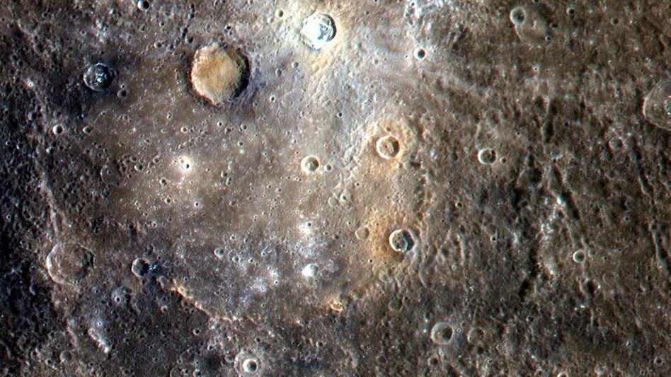 Eingefärbte Satellitenaufnahme der Merkuroberfläche (Archiv): Verschmelzung aus zwei Protoplaneten scheint unwahrscheinlich
