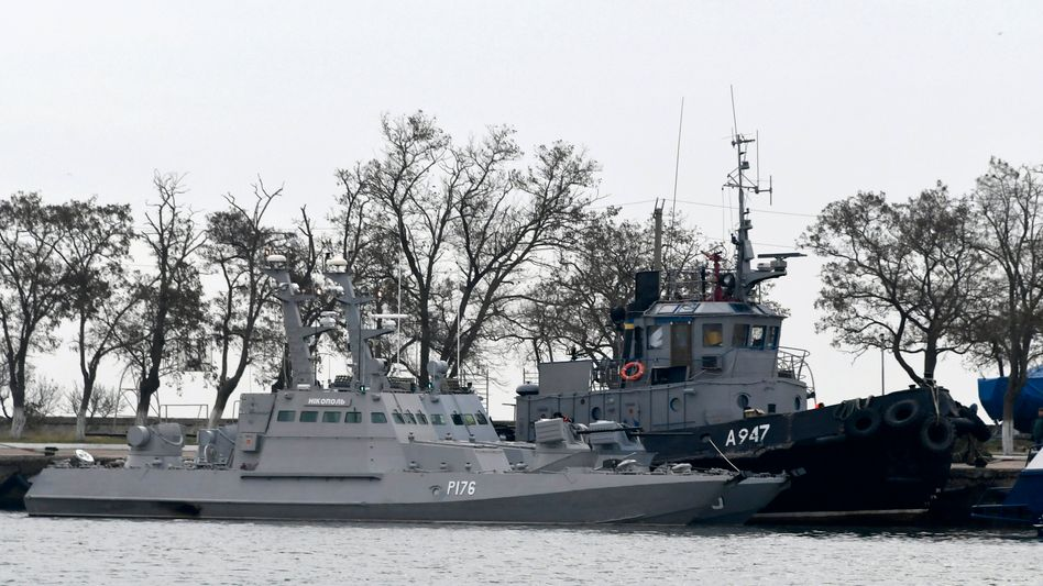 Ukrainische Schiffe vor der von Moskau annektierten Halbinsel Krim