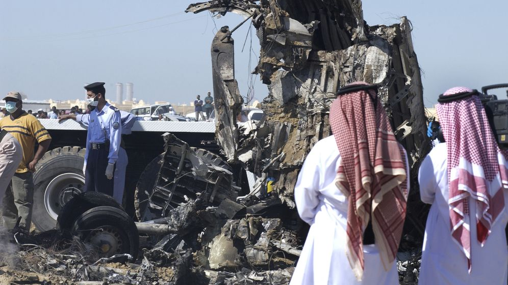 Überlebende bei Flugzeugabstürzen: Lebenszeichen zwischen Leichen