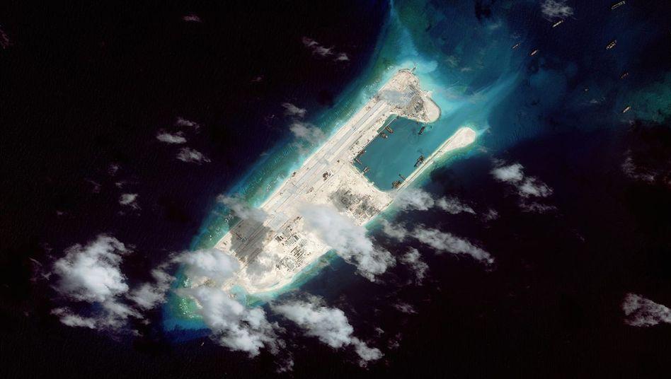 Nun im Testbetrieb: Start-und-Lande-Bahn auf dem Fiery Cross Reef