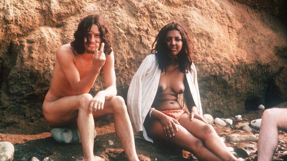 Hippie-Pärchen am Rande eines Popfestivals auf der Isle of Wight