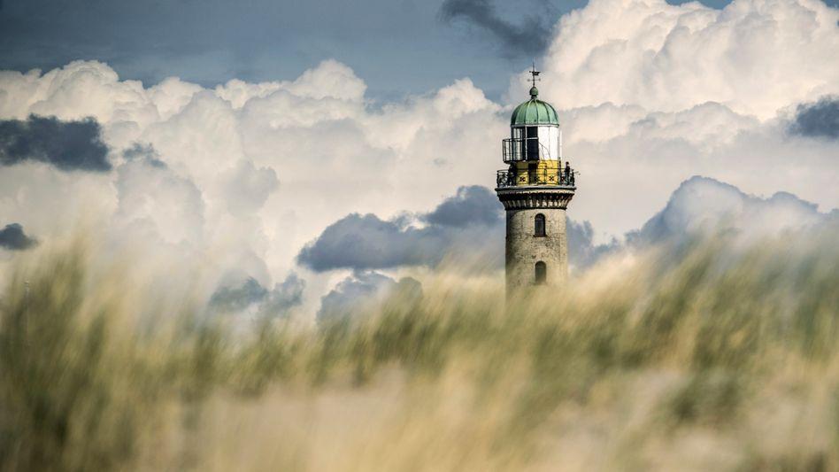 Leuchtturm am Ostseestrand von Rostock-Warnemünde