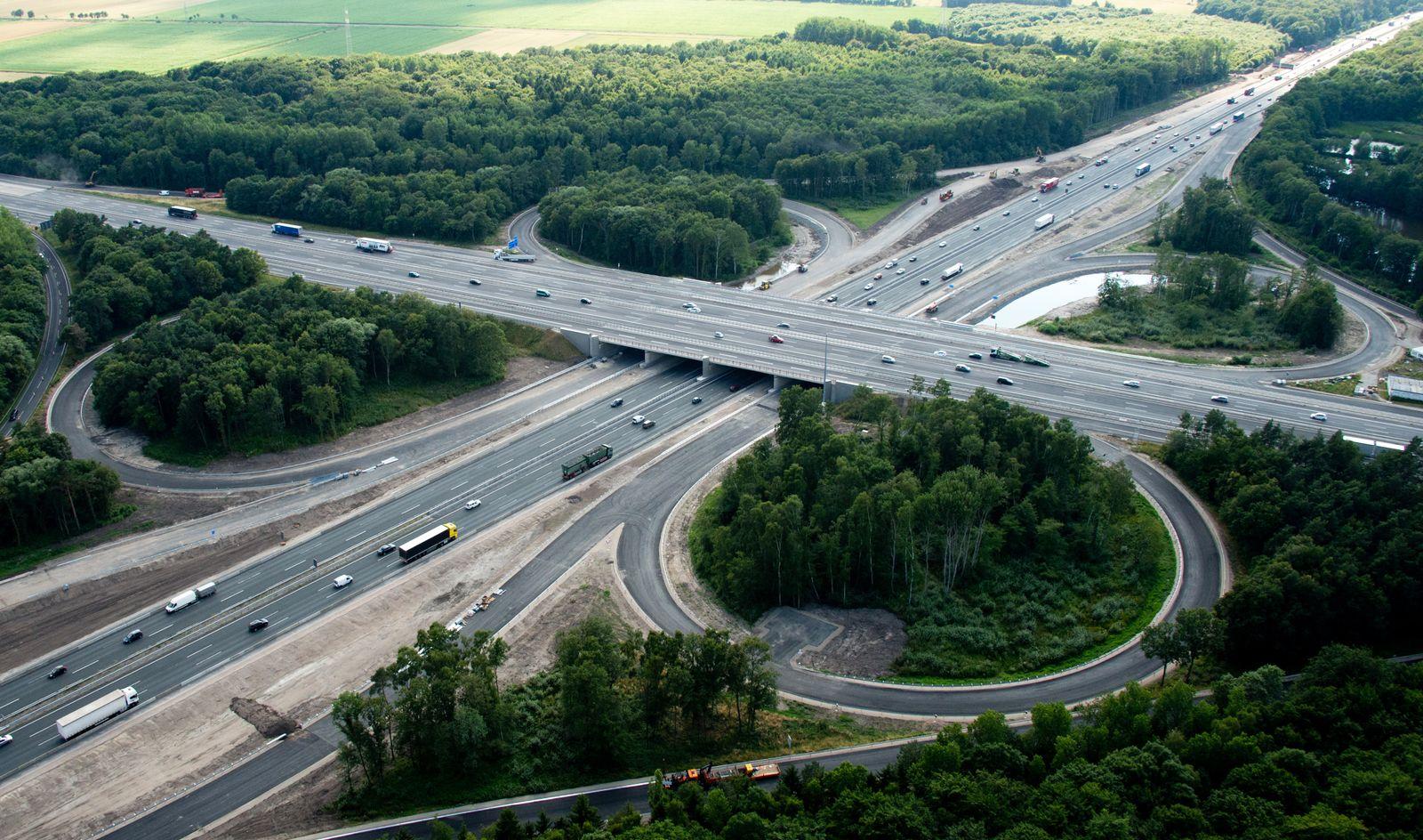 Autobahnkreuz / Autobahn / Autobahnen