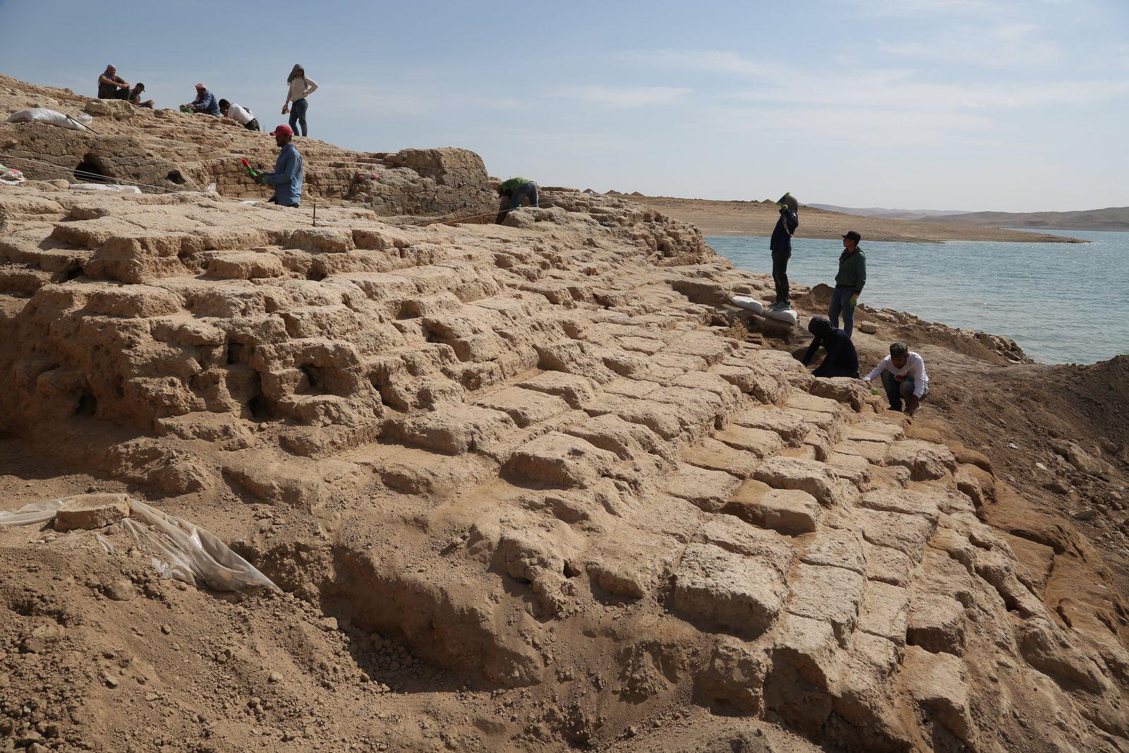 Ruinen aus den Fluten des Tigris