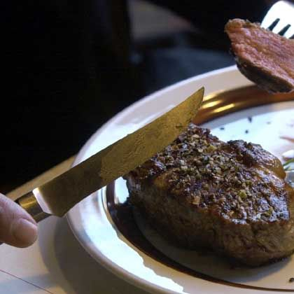 Steak-Essen: Nicht mehr als 300 Gramm rotes Fleisch pro Woche