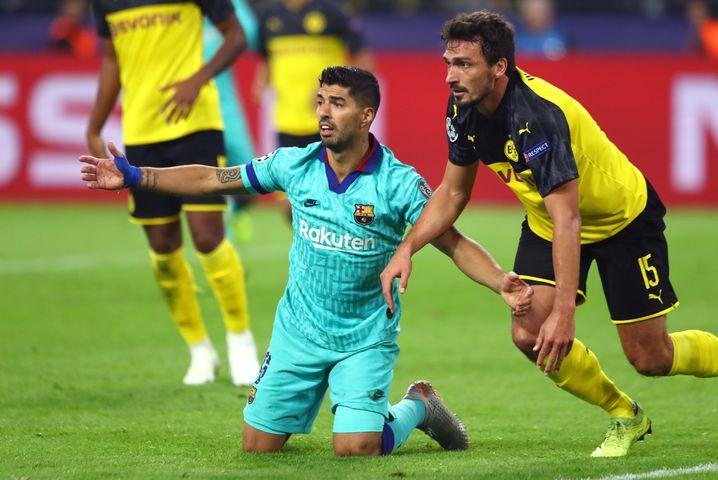 Mats Hummels (r.) hatte Barcelonas Luis Suárez im Griff