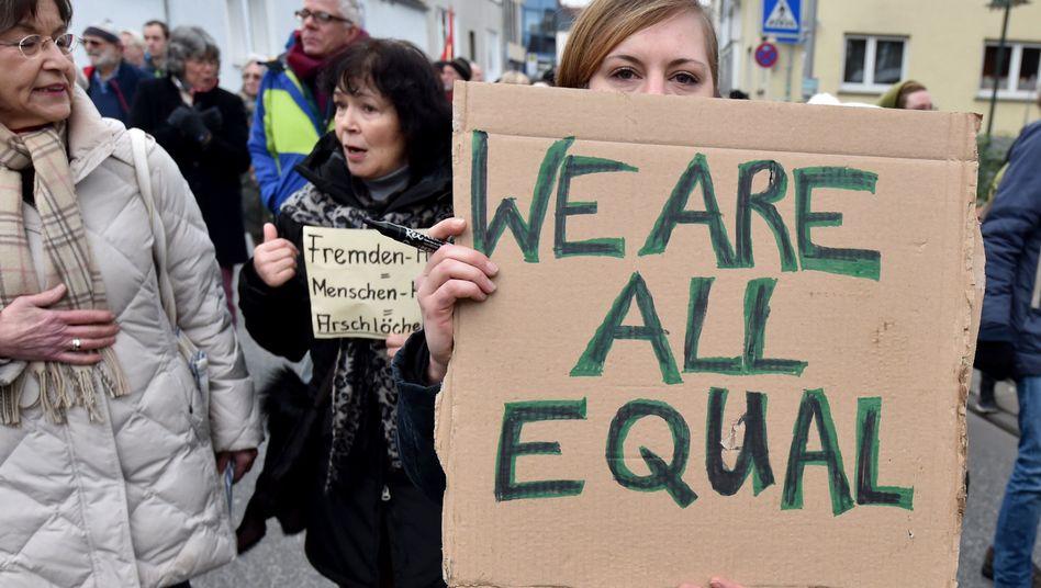 Demo gegen Fremdenhass und Rassismus in Dreieich (Hessen): Wir sind alle gleich