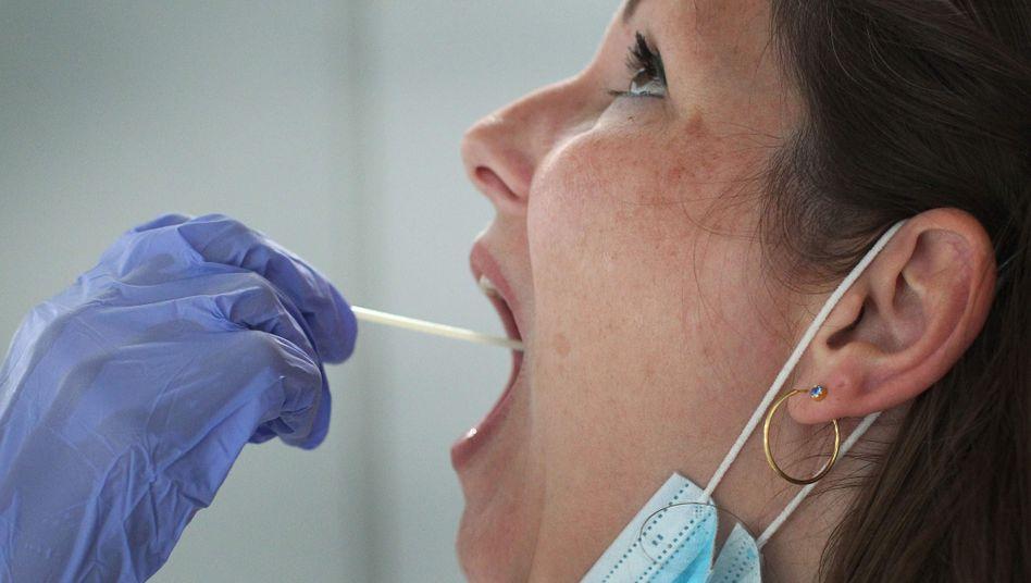 Corona-Test in Frankfurt: Zwei von der WHO untersuchte Medikamente konnten die Sterblichkeit von Corona-Patienten nicht verringern