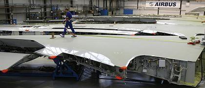 Mitarbeiter im Bremer Airbus-Werk: Die deutsche Seite gewinnt Zeit - aber ein starkes Gegengewicht zum Einfluss Frankreichs hat sie nicht geschaffen